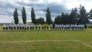 Gruppenbild der Fußballspieler aus Újhartyán und Brachstadt